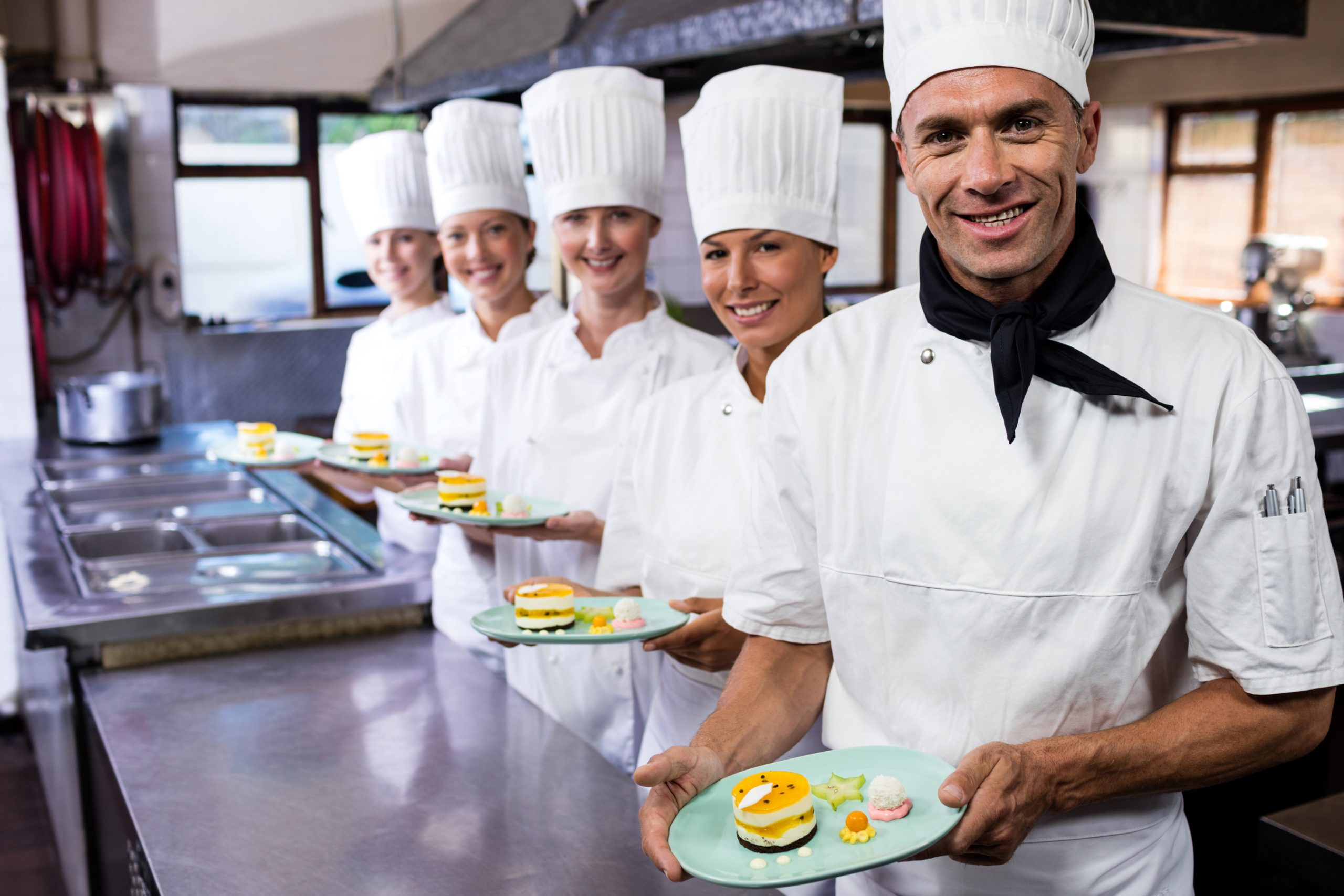 RepUPMag brigata di cucina al lavoro grazie a distinta di base