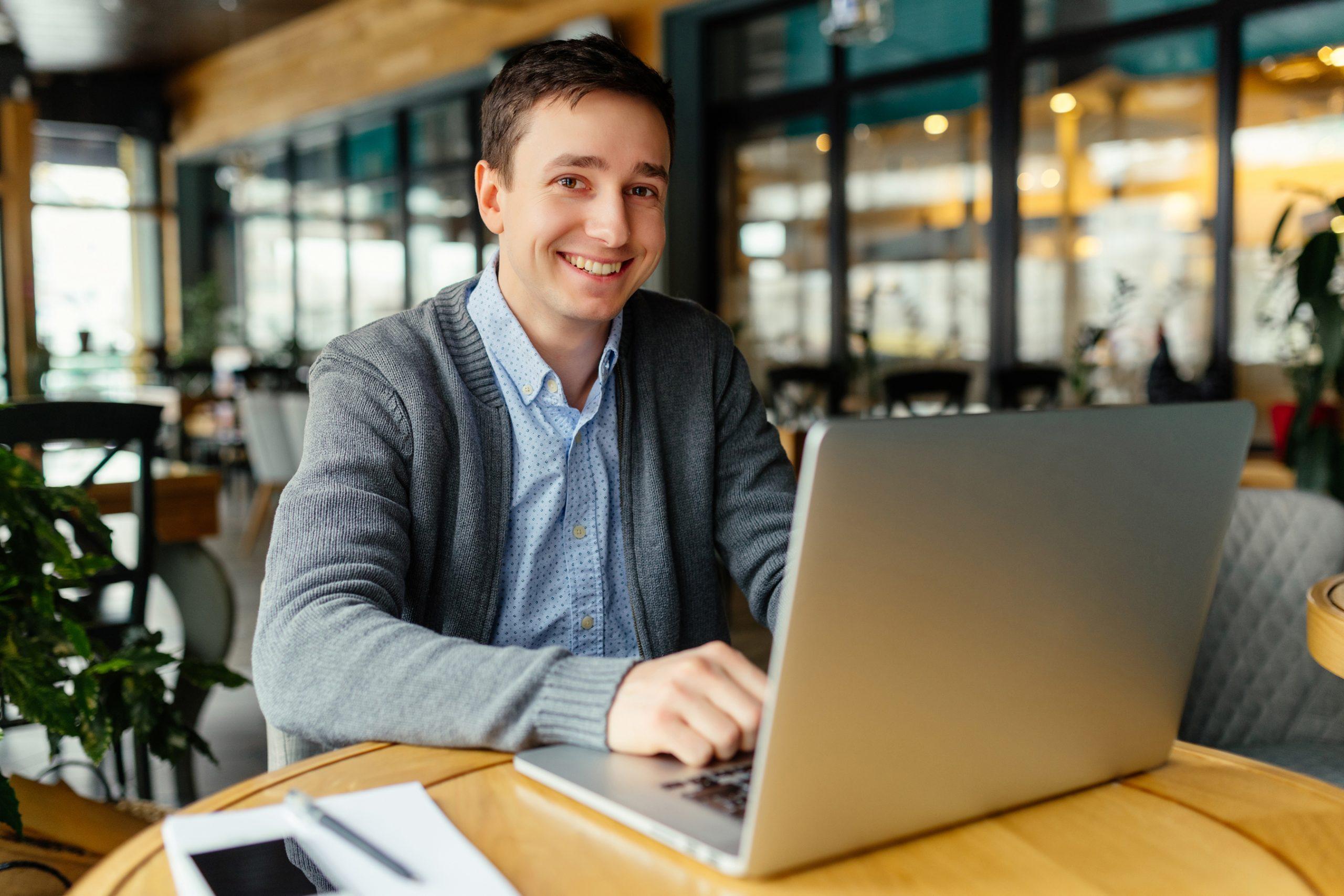 ristoratore ottimizza profili sulle piattaforme di recensione